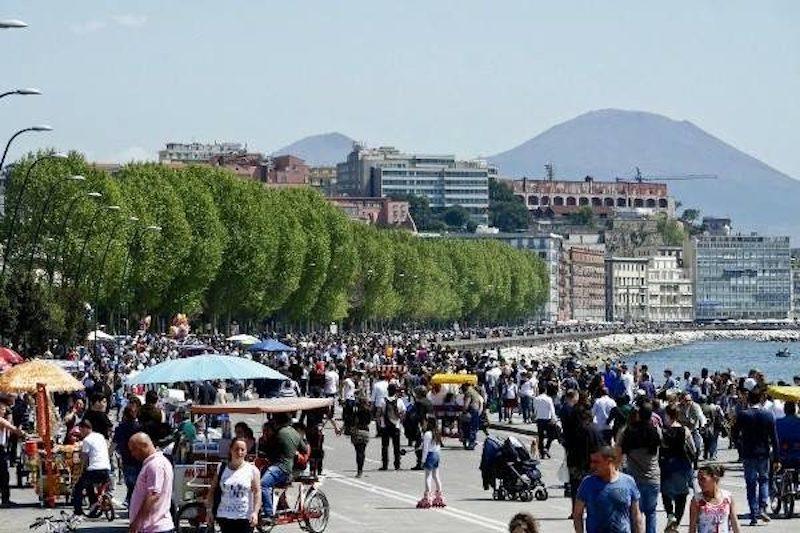Tassa di soggiorno a Napoli: le polemiche per l\'aumento - La Bussola