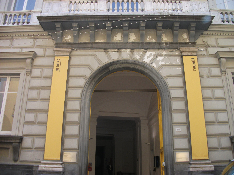 """In questo weekend di pioggia, se sei nelle zone di Napoli entra a visitare il """"Museo Madre"""""""