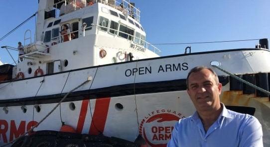 ONG Open Arms approdata a Napoli e il sindaco Luigi de Magistris