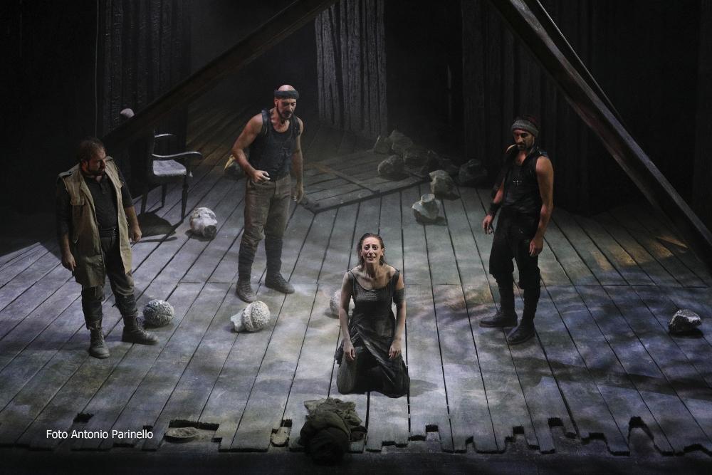 Antigone Teatro Bellini