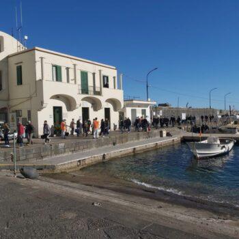 A Capri e Forio d'Ischia mascherine anche all'aperto