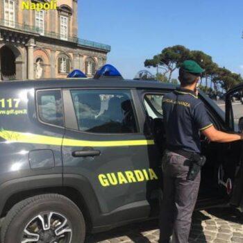 Napoli, 24 denunciati tra parcheggiatori e contrabbandieri con reddito