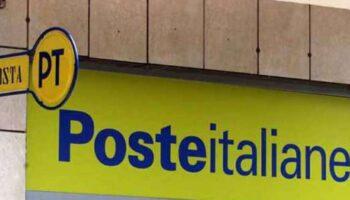 Mostra genitali ufficio postale
