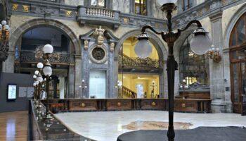 Napoli, il palazzo Zevallos-Stigliano a Via Toledo