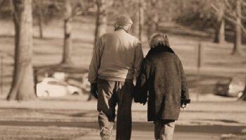 coppia anziani covid pozzuoli