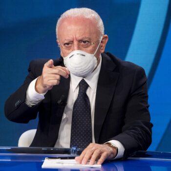 "De Luca: ""Da gennaio valutiamo terze dose ai docenti"""